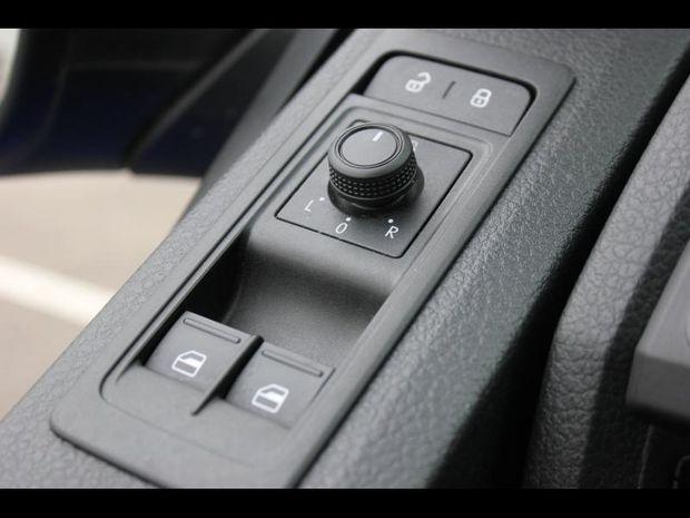 Photo miniature de la Volkswagen Transporter Fg 3.0T L2H1 2.0 TDI 150ch Business Line 2017 d'occasion