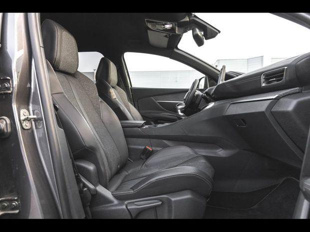 Photo miniature de la Peugeot 3008 1.6 BlueHDi 120 GT Line Pack city 2 Full Led GPS Clim Garantie 1 an 2016 d'occasion