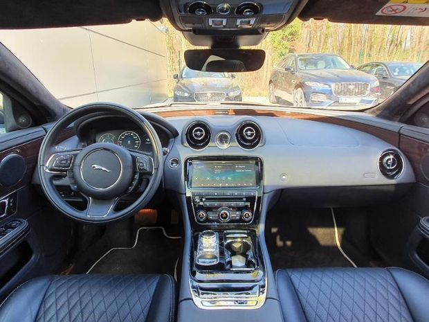Photo miniature de la Jaguar XJ 3.0D V6 300ch Portfolio 2019 d'occasion