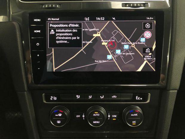 Photo miniature de la Volkswagen Golf e- 136ch - GPS - LED - Pack Drive Assist 2017 d'occasion