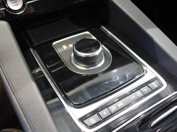 Photo miniature de la Jaguar F-Pace 2.0 D - 180 ch AWD BVA8 Prestige 2019 d'occasion