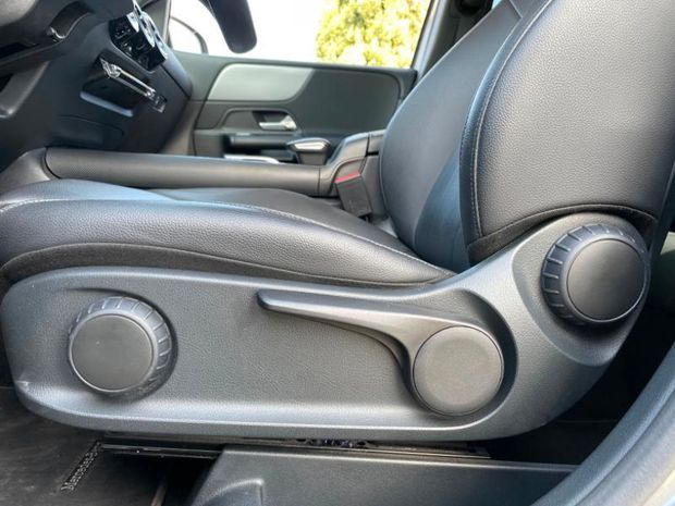 Photo miniature de la Mercedes Classe B 180d 116ch Style Line Edition 7G-DCT 2019 d'occasion