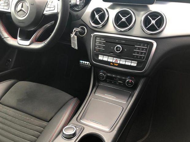 Photo miniature de la Mercedes GLA Classe  200 d 136ch Fascination 7G-DCT Euro6c 2019 d'occasion