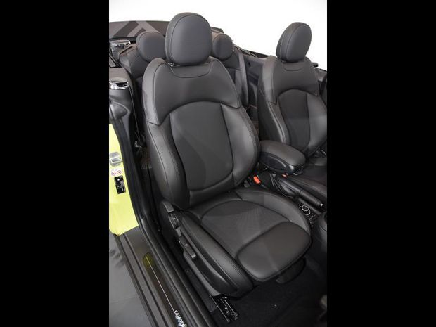 Photo miniature de la Mini Cabrio Cooper 136ch Edition Camden BVA7 2021 d'occasion
