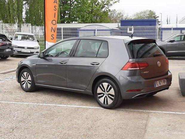 Photo miniature de la Volkswagen Golf e- 136ch 4cv 2019 d'occasion