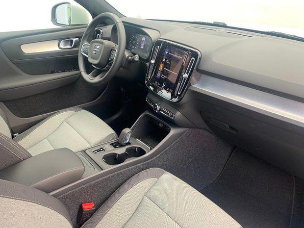 Photo miniature de la Volvo XC40 T2 129ch Momentum Geartronic 8 2021 d'occasion