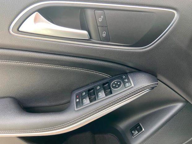 Photo miniature de la Mercedes GLA Classe  180 d Sensation 7G-DCT 2018 d'occasion
