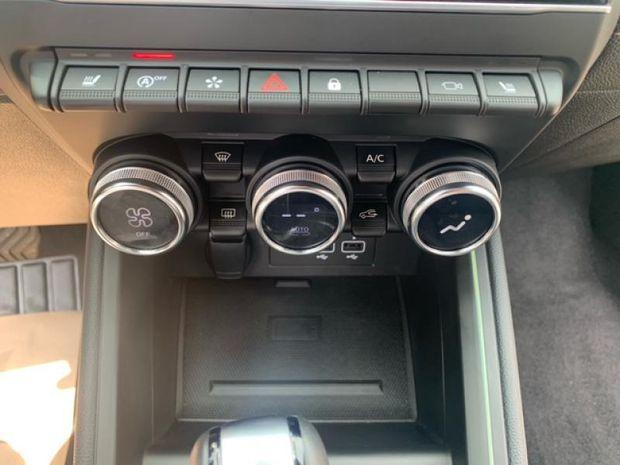 Photo miniature de la Renault Clio 1.3 TCe 130ch FAP Initiale Paris EDC 2020 d'occasion