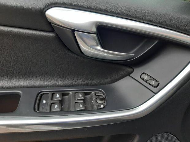 Photo miniature de la Volvo XC60 Business D4 190 ch S&S Geartronic 8 Momentum Business 2016 d'occasion