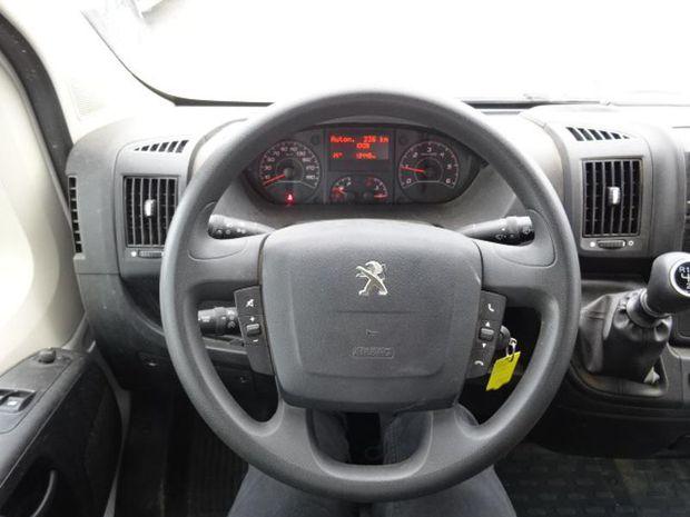 Photo miniature de la Peugeot Boxer PlatCb 335 L3 2.0 BlueHDi 130 Pro SR 2018 d'occasion