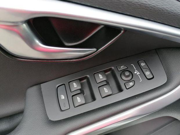 Photo miniature de la Volvo V40 T3 152ch Signature Edition Geartronic 2019 d'occasion