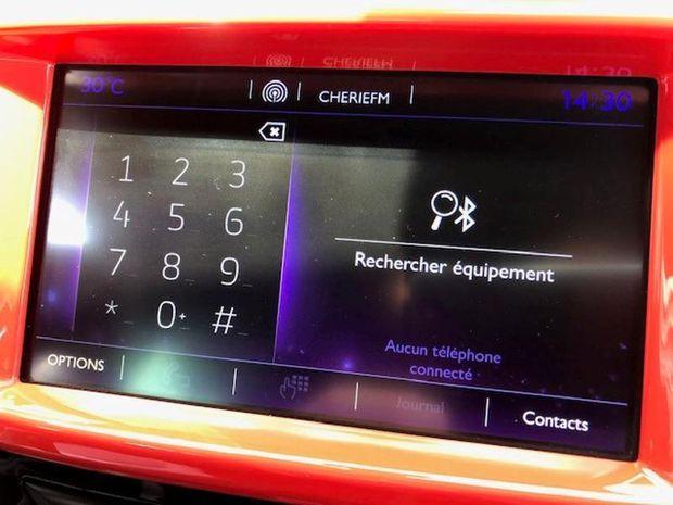 Photo miniature de la DS DS3 DS 3 PureTech 110ch Ines de la Fressange S&S EAT6 2017 d'occasion