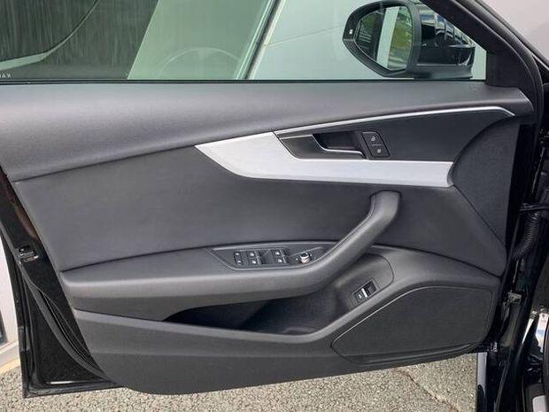Photo miniature de la Audi A4 Avant 35 TDI 150 S tronic 7 S line 2019 d'occasion