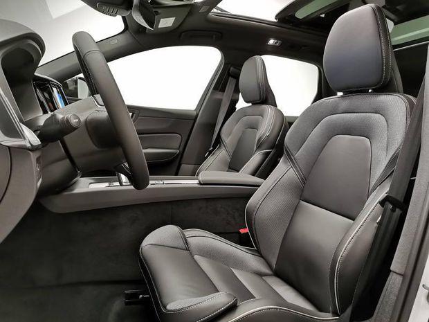 Photo miniature de la Volvo XC60 T6 AWD 253 + 87ch R-Design Geartronic 2021 d'occasion