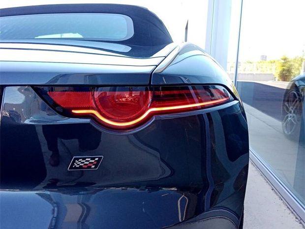 Photo miniature de la Jaguar F-Type 2L ESSENCE 300 CH BVA8 2019 d'occasion