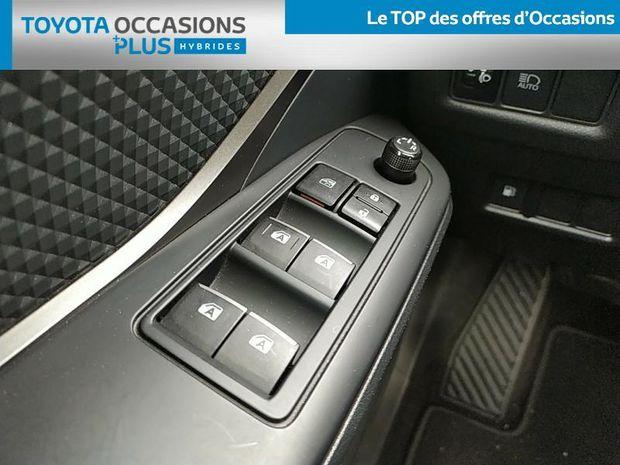 Photo miniature de la Toyota C-HR 122h Dynamic 2WD E-CVT 2017 d'occasion