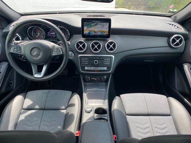 Photo miniature de la Mercedes GLA Classe  200 d 136ch Inspiration 7G-DCT Euro6c 2018 d'occasion