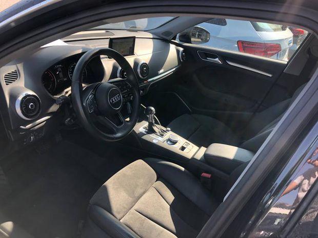 Photo miniature de la Audi A3 Sportback 1.5 TFSI 150ch S line S tronic 7 2018 d'occasion