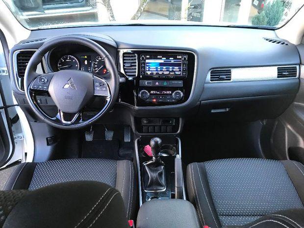Photo miniature de la Mitsubishi Outlander 2.2 DI-D 150ch Intense Navi 2WD 7 places 2017 d'occasion