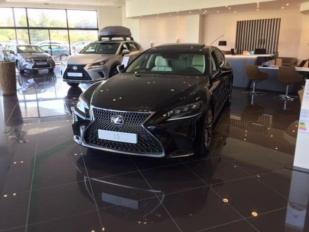 Photo miniature de la Lexus LS 500h 359ch Executive 4WD 2017 d'occasion