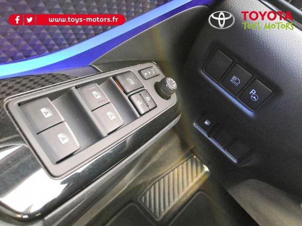 Photo miniature de la Toyota C-HR 122h Graphic 2WD E-CVT 2017 d'occasion