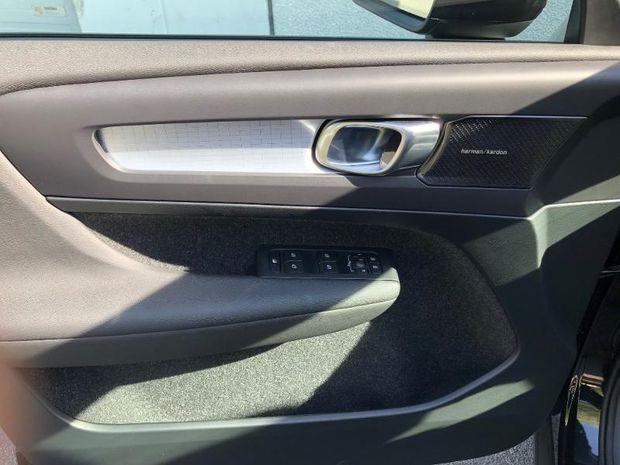 Photo miniature de la Volvo XC40 D4 AdBlue AWD 190ch Momentum Geartronic 8 2018 d'occasion